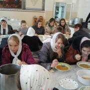 Обед в паломнической трапезной